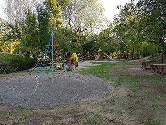 Il parco ai piedi del castello